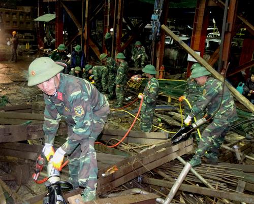 Lực lượng cứu hộ tại Vũng Áng